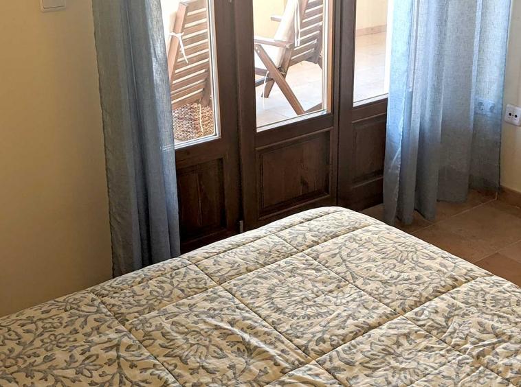 COSTA-ESURI-NET-ME104-dormitorio-con-terraza