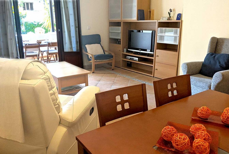 COSTA-ESURI-NET-ME104-salon-con-terraza