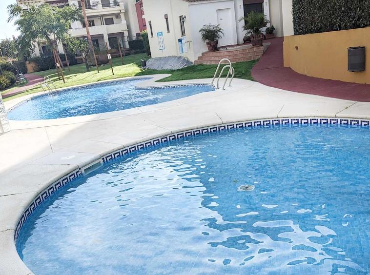 costa-esuri-net-urbanizacion-marina-piscinas